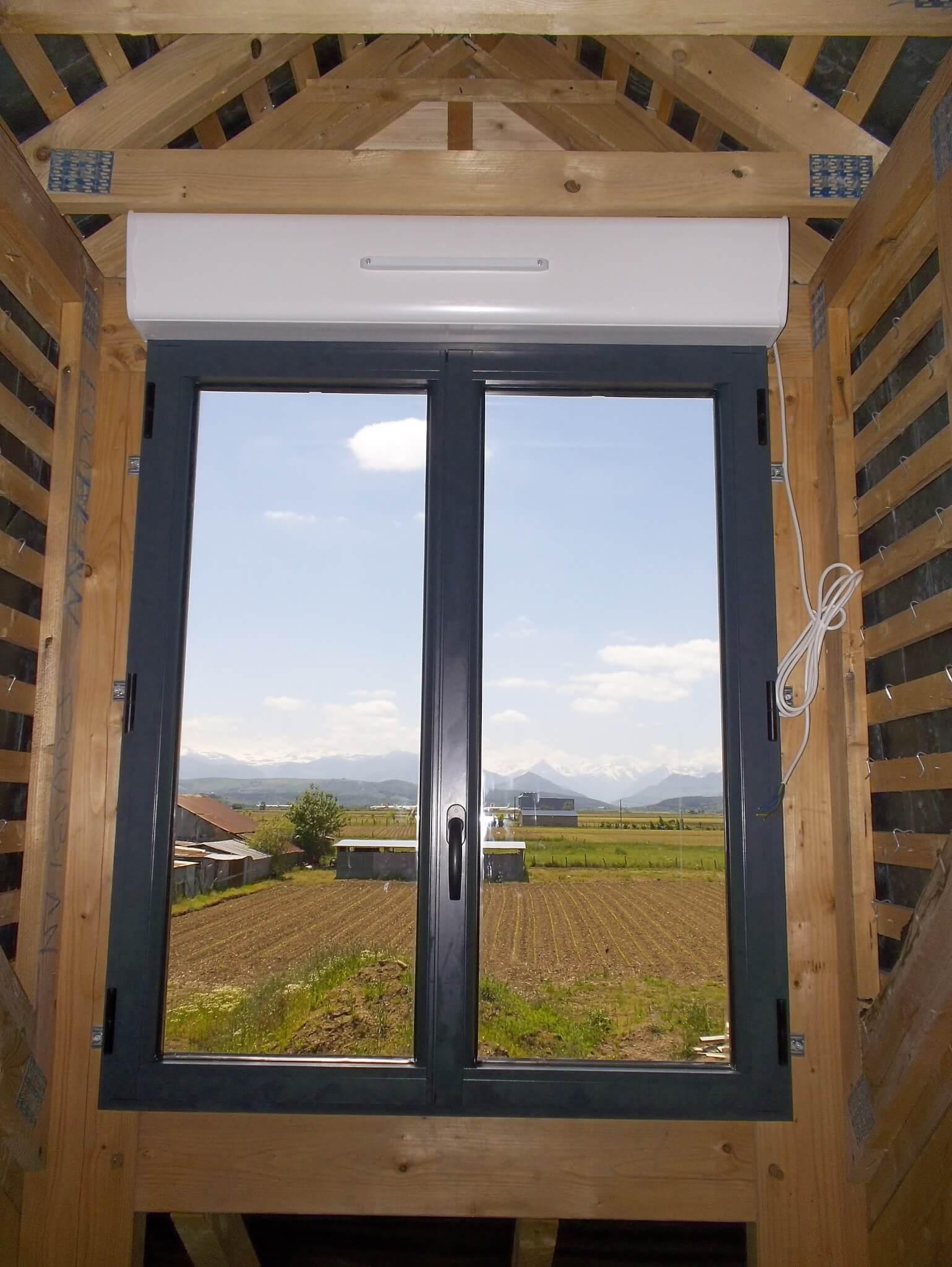 Fenêtre En Aluminium Gris Avec Volets Roulants Mgf Fermetures